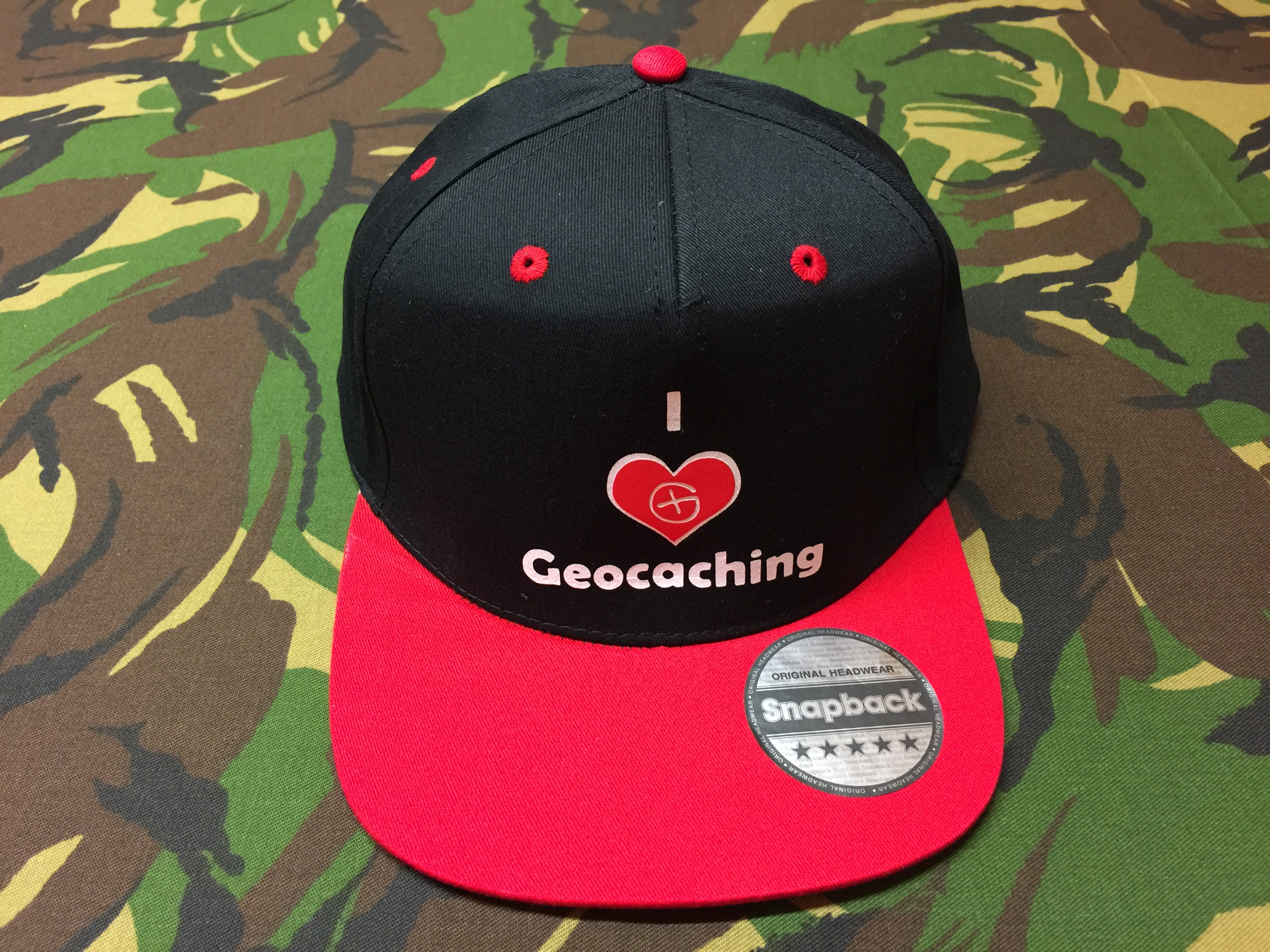 Cap Rapper Contrast<br>schwarz-rot<br>I love Geocaching