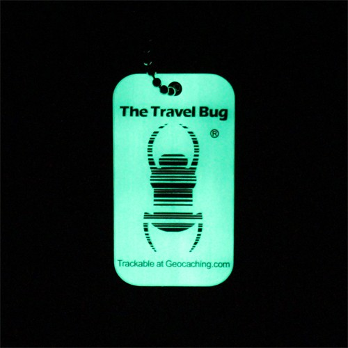 Travel Bug mit QR-Code<br><b>*glow in the dark*</b>